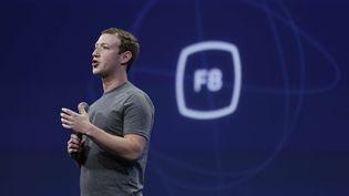 Le PDG de Facebook, Mark Zuckerberg, lors de la conférence des développeurs de l'entreprise le 25 mars 2015 à San Francisco (Etats-Unis). (ERIC RISBERG/AP/SIPA / AP)