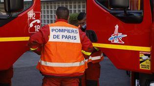 Une brigade des sapeurs-pompiers de Paris à l'entraînement, le 23 avril 2021. (LUDOVIC MARIN / AFP)