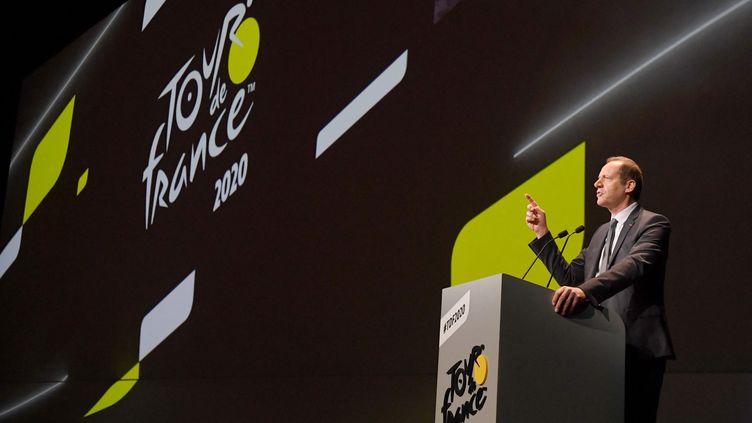 Christian Prudhomme lors de la présentation du tracé du Tour de France 2020, le 15 octobre 2019, la dernière réalisée avec du public dans la salle avant la crise du Covid-19. (ALAIN JOCARD / AFP)