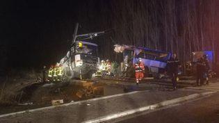 Un bus et unTER sont entrés en collision à Millas, dans les Pyrénées-Orientales, le 14 décembre 2017. (MATTHIEU FERRI / RADIO FRANCE)