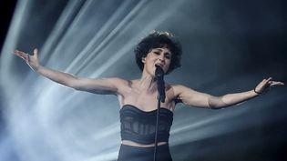 La chanteuse Barbara Pravi lors de la finale de la 65e edition du concours de l'Eurovision 2021, le 22 mai 2021 à Rotterdam (KENZO TRIBOUILLARD / AFP)