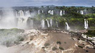 Le parc national de l'Iguazu, ses cascades et sa forêt subtropicale, situés en Argentine, ont intégré le Patrimoine mondial de l'Unesco en 1984. L'ONG WWF dénonce la construction de barrages et une mauvaisegestiondes ressources en eau sur le site. (ANTOINE BOUREAU / BIOSPHOTO / AFP)