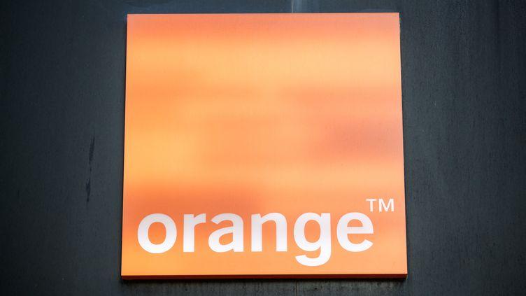 Le logo Orange à Caen (Calvados), le 29 novembre 2019. (SAMEER AL-DOUMY / AFP)