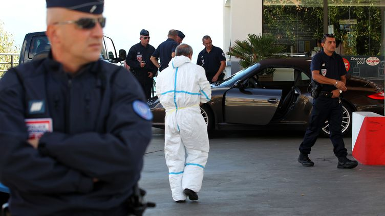 La voiture de l'avocat corse Antoine Sollacaro, le jour de son meurtre perpétré dans une station-service d'Ajaccio (Corse-du-Sud), le 16 octobre 2012. (PASCAL POCHARD CASABIANCA / AFP)