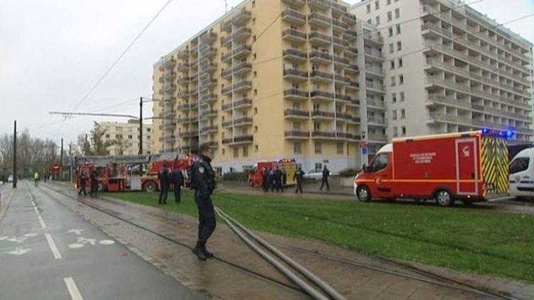 Opération des secours à Strasbourg après une explosion et un incendie dans le quartier de l'esplanade, vendredi 22 novembre. (FRANCE 3 ALSACE)