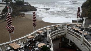 Un établissement de la plage du Port Vieux à Biarritz (Pyrénées-Atlantiques), le 21 août 2020. (PHILIPPE LOPEZ / AFP)