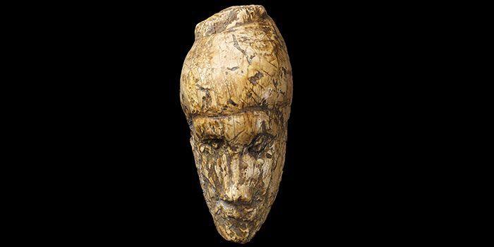 Le plus ancien portrait de femme connu, sculpté il y a quelque 26.000 ans dans de l'ivoire de mammouth. Objet découvert à Dolni Vestonice en Moravie (République tchèque).  (Moravian Museum, Anthropos Institute)