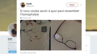 Basile Rabouille a posté une photo de son T-shirt ensanglanté et de ses lunettes cassées après une agressiondans la nuit du 20 au 21 juin 2017, sur la place de l'Hôtel de ville, à Paris. (CAPTURE ECRAN TWITTER)