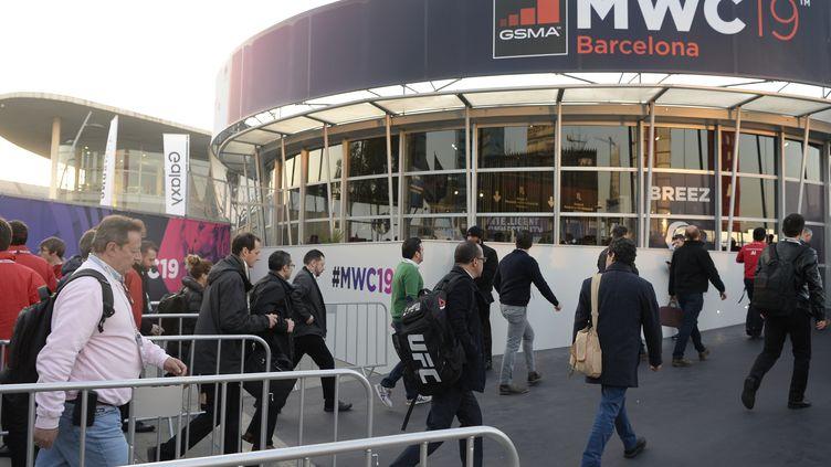 Des visiteurs se rendent auMobile World Congress de Barcelone (Espagne), le 25 février 2019. Image d'illustration. (JOSEP LAGO / AFP)