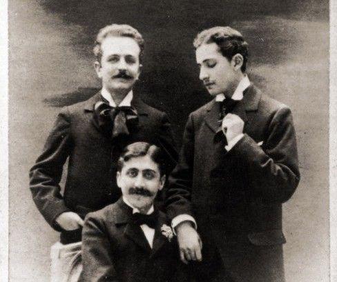 Détail du portrait photographique scandale de Marcel Proust (au centre) et Lucien Daudet (à droite), autre élément phare de cette vente.  (LEEMAGE)