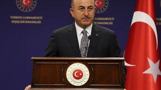 Le ministre turc des Affaires étrangères, Mevlut Cavusoglu, participe à une conférence de presse, le 3 novembre 2020, à Ankara (Turquie). (ADEM ALTAN / AFP)
