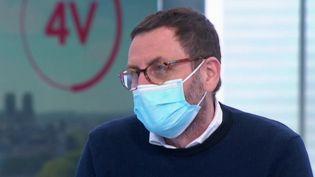 """""""Du côté médical, on sait que c'est le confinement qui marche"""" : Mathias Wargon demande plus de """"responsabilité"""" politique (FRANCE 2)"""