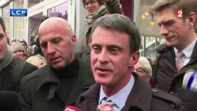 Manuel Valls bon joueur après avoir été enfariné dans les rues de Strasbourg
