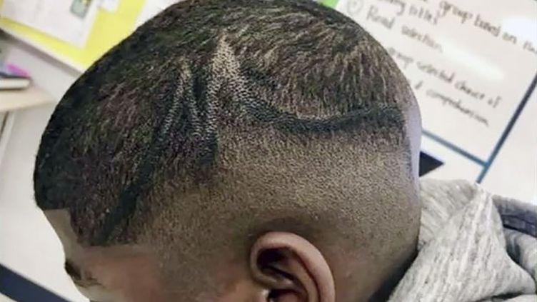 L'adolescent a été sanctionné par l'établissement scolaire en raison desa coupe de cheveux. (KALLINEN LAW PLCC / AFP)