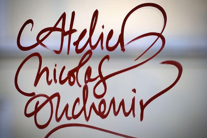 Exemple de caligraphie signée Nicolas Ouchenir  (JOEL SAGET / AFP)