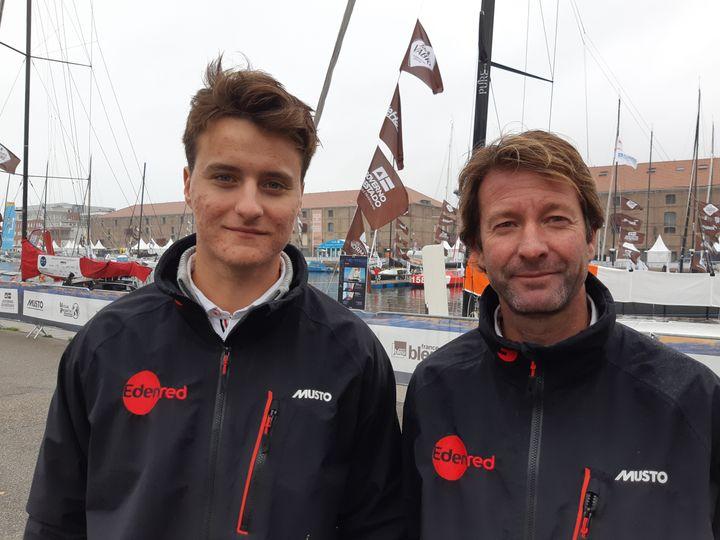 Basile Bourgnon (G) et Emmanuel Le Roch (D), prêts à défier la 14e édition de la Transat Jacques-Vabreà bord d'Eden Roch. (FABRICE RIGOBERT / RADIO FRANCE)