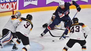 Le hockey sur glace masculin a ainsi fait son apparition aux JO... d'été en 1920 puis à Chamonix pour les Jeux d'Hiver, en 1924. (ALEXEY KUDENKO / SPUTNIK)