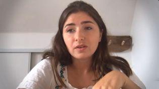 Pour trouver un contrat en alternance, Agathe Le Sommer, étudiante en droit du sport, a couru 20 kilomètres pour se faire remarquer auprès des recruteurs. (FRANCEINFO)
