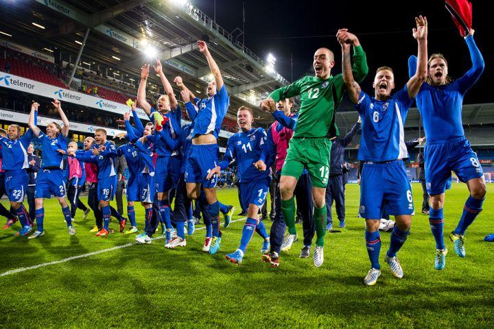 La joie des joueurs islandais après leur accession en barrages du Mondial 2014, le 15 octobre 2013 à Oslo (Norvège). (NORSK TELEGRAMBYRA / REUTERS)