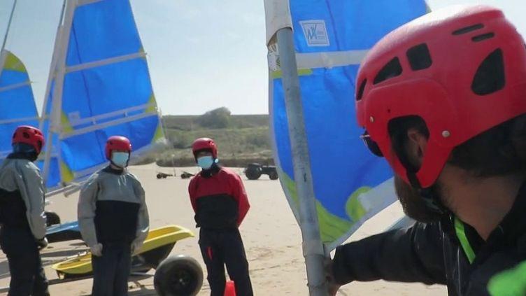 Normandie : pratique des sports de voile sur les plages du débarquement (FRANCE 2)