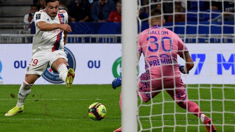 Xherdan Shaquiri a inscrit son premier but avec Lyon face à Troyes, mercredi 23 septembre. (JEAN-PHILIPPE KSIAZEK / AFP)