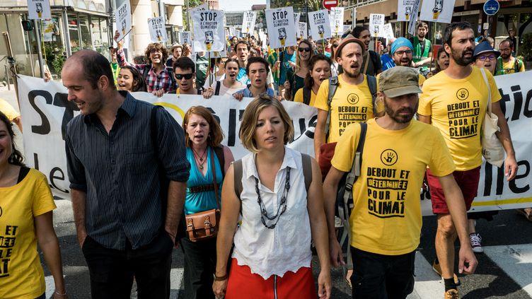 Les décrocheurs Pierre Goinvic (chemise noire) et Fanny Delahalle (chemisier blanc), le 2 septembre 2019 à Lyon (Rhône). (NICOLAS LIPONNE / NURPHOTO / AFP)