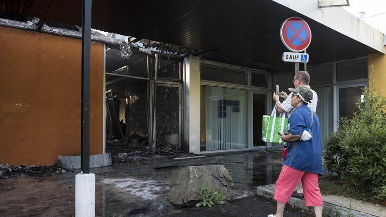 Centre paramédical incendié dans le quartier du Breil à Nantes, le 4 juillet 2018. (SEBASTIEN SALOM GOMIS / AFP)
