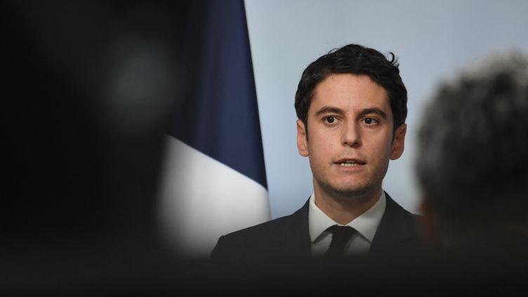 Le porte-parole du gouvernement, Gabriel Attal, le 24 février 2021 à l'Elysée. (ALAIN JOCARD / AFP)