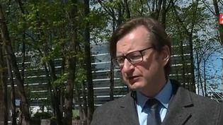 Arnaud Dumontier, maire de Pont-Sainte-Maxence (Oise), interrogé le 12 mai 2017 par France 2. (FRANCE 2)