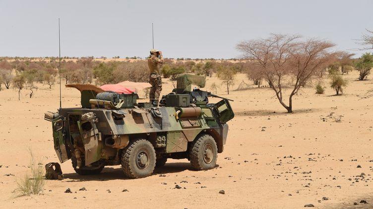 Des soldats français de l'opérationBarkhane en mission le 10 mars 2016 àTimbamogoye (Mali). (PASCAL GUYOT / AFP)