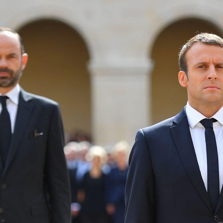 Emmanuel Macron et Edouard Philippe (au second plan) aux Invalides à Paris, le 5 juillet 2017. (CHRISTIAN LIEWIG / REA)