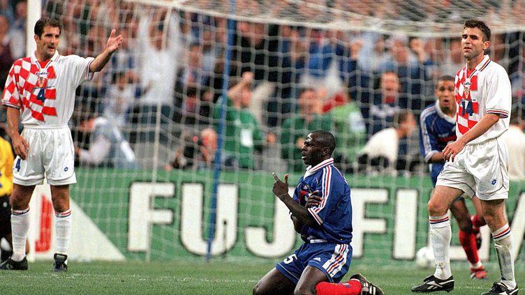 Lilian Thuram fête l'un de ses buts face à la Croatie en demi-finale du Mondial 1998, au Stade de France, à Saint-Denis (Seine-Saint-Denis). (SPORT PHOTO AGENCY/SIPA)
