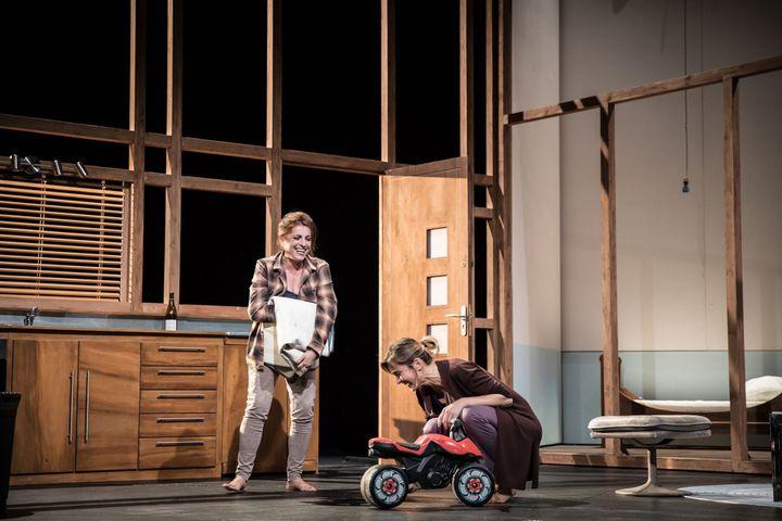 Nanou Garcia et Julie Gayet  (Simon Gosselin)
