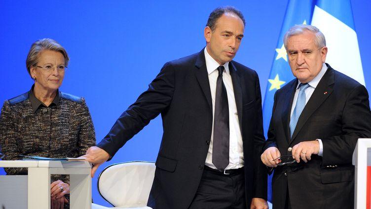 Jean-François Copé et Jean-Pierre Raffarin, le 28 janvier 2012 à Paris. (JOHANNA LEGUERRE / AFP)