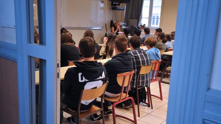 Des collégiens dans une salle de classe, le 4 septembre 2012, à Nantes (Loire-Atlantique). (FRANK PERRY / AFP)