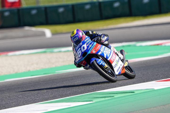 Le Suisse Jason Dupasquier au guidon de sa KTM, dans la catégorie Moto3 sur le circui du Mugello. (GIGI SOLDANO / DPPI / AFP)