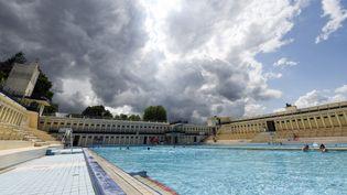 La piscine extérieure de Bruay-la-Buissière, joyau de l'Art déco, est une des dernières de son genre toujours ouverte au public. (DENIS CHARLET / AFP)
