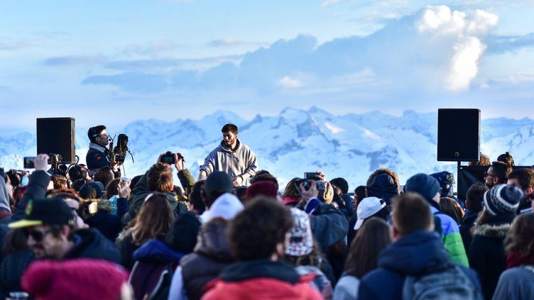 Le DJ normand a mixé en haut du pic du Midi, dimanche 9 avril, pour un concert avec vue. (Cercle)
