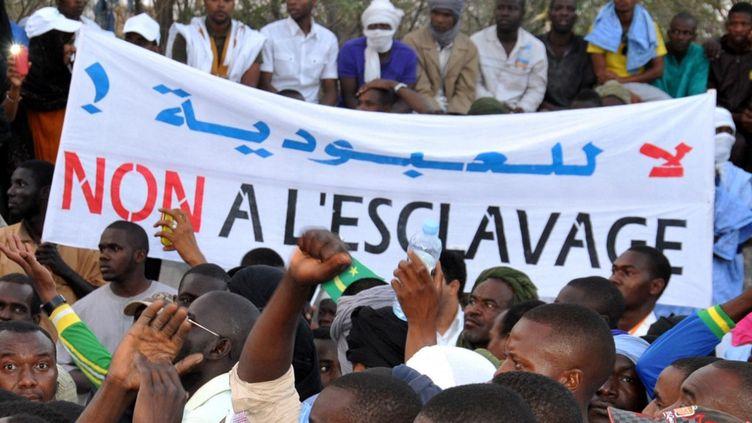 le 29 avril 2015, une manifestation à Nouakchott, la capitale de la Mauritanie, dénonçait l'attitude trop conciliante des autorités face à l'esclavage. (- / AFP)