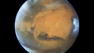 La planète Mars, observée par le téléscope spatial Hubble, en 2016. (NASA / MAXPPP)