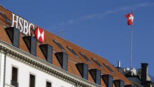 Un bâtiment de la banque HSBC à Genève (Suisse), le 9 février 2015. (PIERRE ALBOUY / REUTERS)