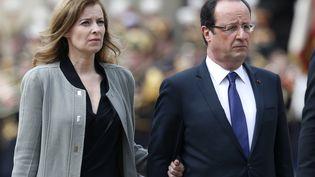 Valérie Trierweiler et François Hollande aux Invalides, le 11 juin 2013. (CHARLES PLATIAU / REUTERS)