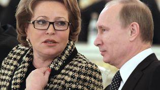 La présidente du Conseil de la fédération russe Valentina Matvienko et le président Vladimir Poutine, le 26 décembre 2011 à Moscou (Russie). (MIKHAIL KLIMENTYEV / RIA NOVOSTI / AFP)