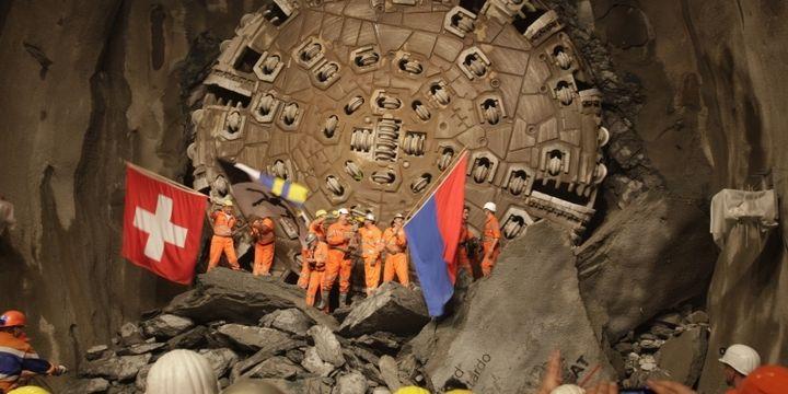 Percement du tunnel du Gothard en Suisse (CFF)