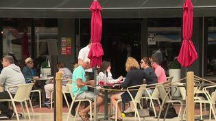 Les hôtels et restaurants de la côte picarde misent sur l'été pour se refaire une santé financière. Les offres d'emplois saisonniers sont de plus en plus nombreuses. Mais les établissements ont parfois du mal à trouver des candidats. (France 3)