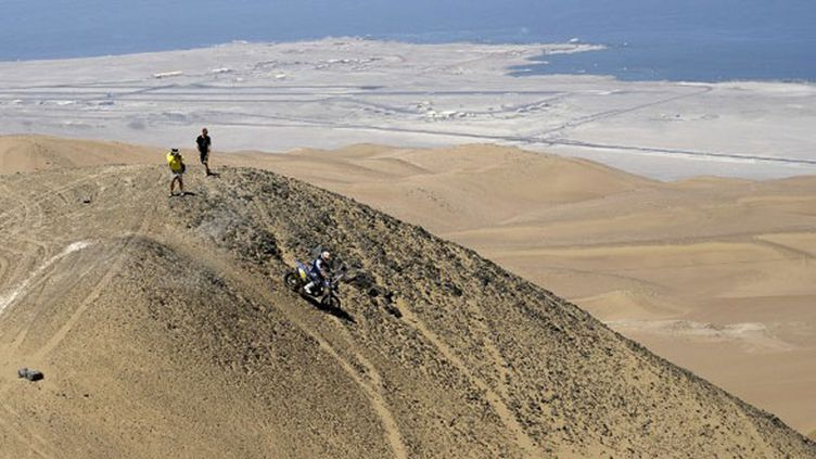 Cyril Despres entame la descente vers Iquique
