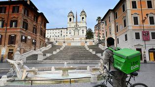 Un livreur à vélo (ALBERTO PIZZOLI / AFP)