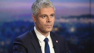 Laurent Wauquiez sur le plateau de TF1, le 11 décembre 2017, à Boulogne-Billancourt (Hauts-de-Seine). (LIONEL BONAVENTURE / AFP)
