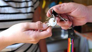 De nombreux internautes français ayant loué leur logement via Airbnb attendent d'être payés depuis plusieurs jours. Le 6 août 2014, le site internet évoque un problème bancaire. (MAXPPP)