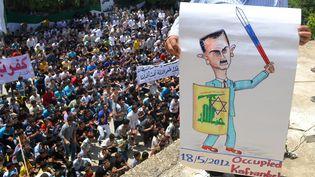 Manifestation à Kfar Nubul, dans le nord-ouest de la Syrie, le 18 mai 2012. (SHAAM NEWS NETWORK / AFP)